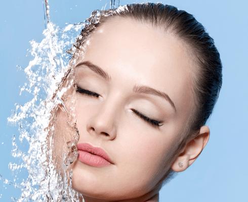 Водные процедуры: как напоить кожу летом